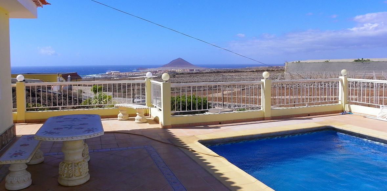 Landhaus-Bungalow mit Pool,  Gästehaus,  Meerblick,  Strandnähe bei El Medano zu verkaufen
