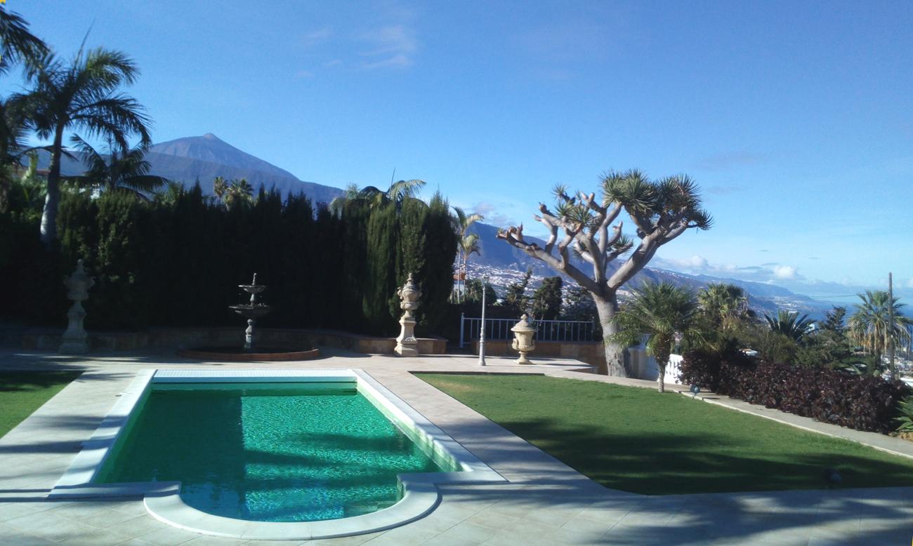 Luxusvilla mit Blick auf den Teide, das Meer, die Küste und Puerto de la Cruz